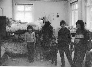Menschenunwürdige Unterbringung: In diesem Raum muß eine 10köpfige Familie leben