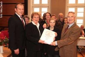 Über 3300 Unterschriften zum Erhalt der Südzentrale nahm der Rat der Stadt im November 2011 wohlwollend entgegen. Foto: Gegenwind