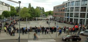 Menschenkette gegen Gewalt (Valoisplatz). Foto: Imke Zwoch