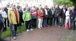 Teilnehmer der Gedenkveranstaltung zum Antikriegstag am 1. September 2014. Wilhelm-Krökel-Platz. Foto: Imke Zwoch