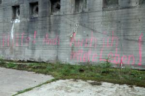 Bunker mit Graffito