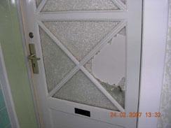 Eingeschlagene Tür