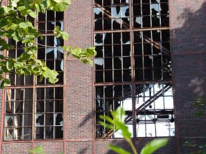Durch die Fenster der Westfassade blickt man jetzt ins Leere. Foto: Imke Zwoch