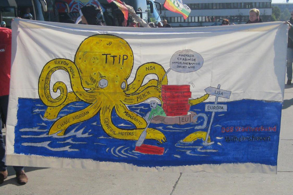 Ein Hingucker: Das Kraken-Transparent aus WHV. Foto: Jochen Martin