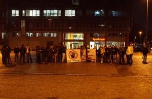 """""""Besorgtbürger"""" auf dem Rathausplatz. Foto: Bündnis gegen Rechts"""