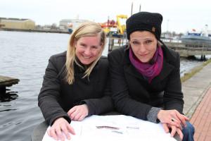 Landesbühnen-Oberspielleiterin Eva Lange (links) und Carola Unser, Leiterin der Jungen Landesbühne, vorm Theos am Großen Hafen, Wilhelmshaven.