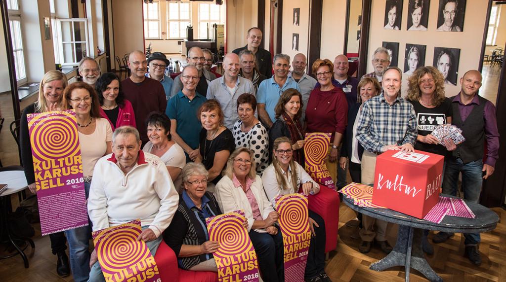 VertreterInnen der teilnehmenden Organisationen stellten das Programm des Kulturkarussels 2016 vor. Foto: Gegenwind