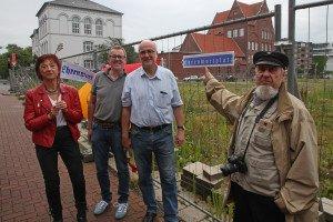 Zu den Initiatoren der Ehrenplatz-Benennung zählen (v.l.) renate Klein, Peter Freudenberg, Frank-Uwe Walpurgis und Norbert Legrand. Foto: Gegenwind