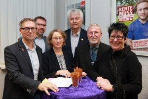 Axel Opitz, Lothar Bredemeyer, Marianne Kaiser-Fuchs, Uwe Reese, Heinz Reinecke und Doro Jürgensen (v.ln.r.) gestalteten den DGB-Neujahrsempfang. Foto: Gegenwind