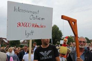 Protest gegen den geplanten Hähnchenmastbetrieb in Schortens. Foto: Gegenwind
