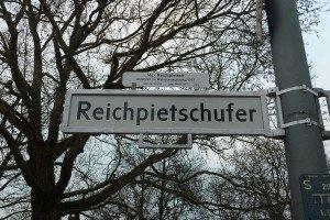 Reichpietschufer Straßenschild Berlin. Foto: Imke Zwoch