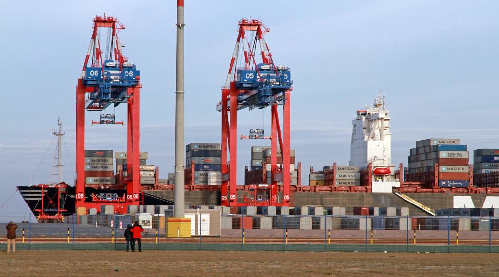 Containerschiff MSC Oscar am JadeWeserPort