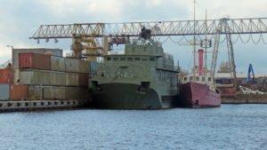 """Das Feuerschiff """"Weser"""" am Kai von ALBA-Recycling"""