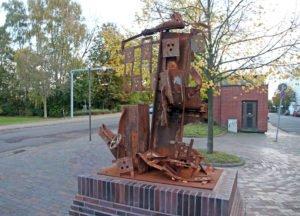 Skulptur aus Stahlteilen der Südzentrale
