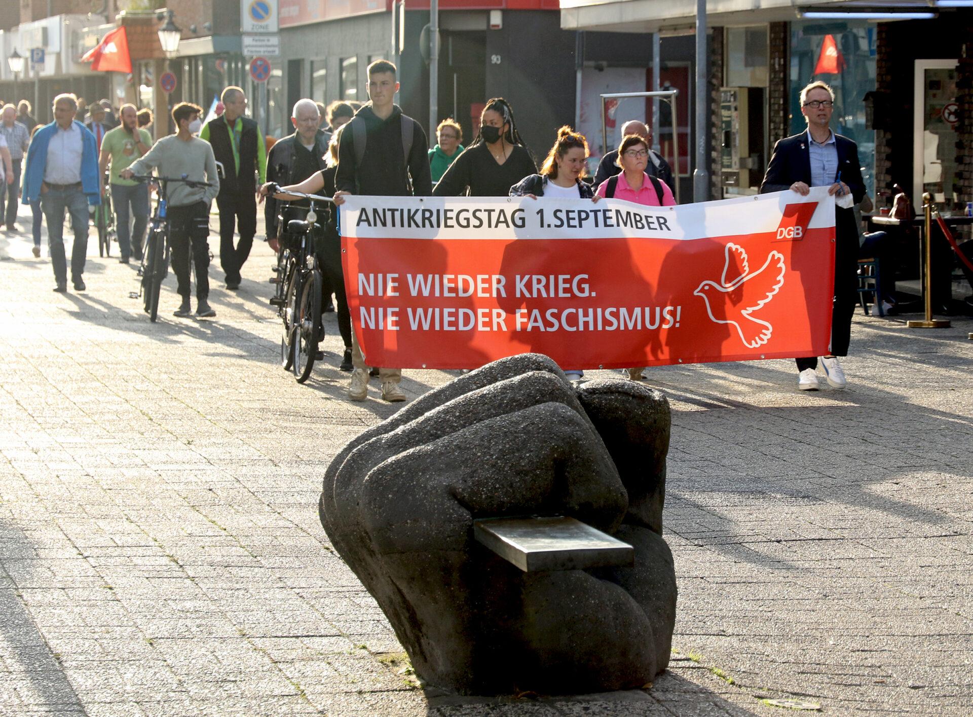 Gedenkmarsch zum Antikriegstag 2021 in Wilhelmshaven